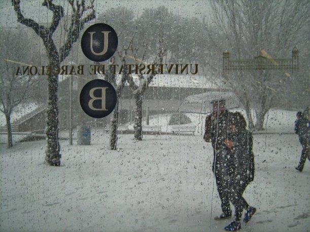 Un paraigua sota la neu, primer premi en la categoria Patrimoni