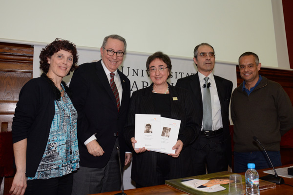 En ocasió d'aquest acte, els organitzadors van obsequiar l'homenatjada amb Selecta Pilar Bayer. Obra completa (Publicacions i Edicions de la UB).