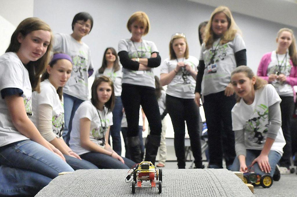 Photo of the Week- Women in STEM Introducing Girls to Engineering