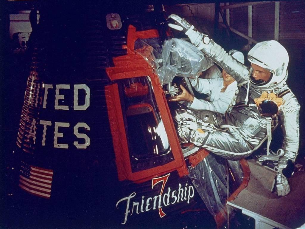 John Glenn al Friendship 7. Fotografia de la NASA